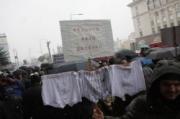 ucheni-protestirat-s-gnili-domati-i-izcapano-belyo_3254
